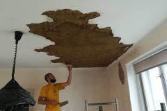 Hlinené-omietky-Bruty oprava stropu po daždi